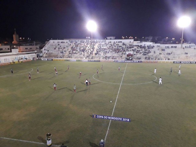 Ceará vence o Salgueiro na estreia no Nordestão