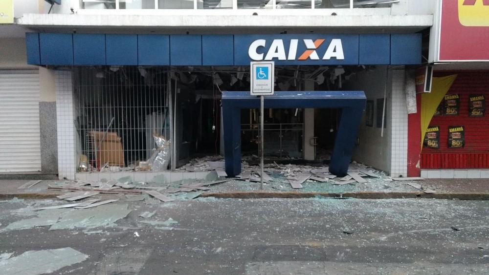 Criminosos explodem agência bancária no Centro de Bezerros