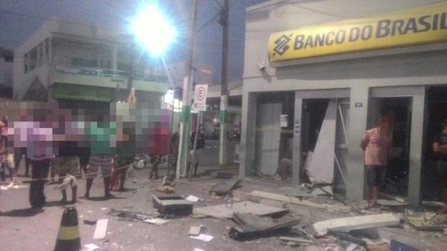 Grupo armado explode agência do Banco do Brasil em Coronel João Sá-BA 3