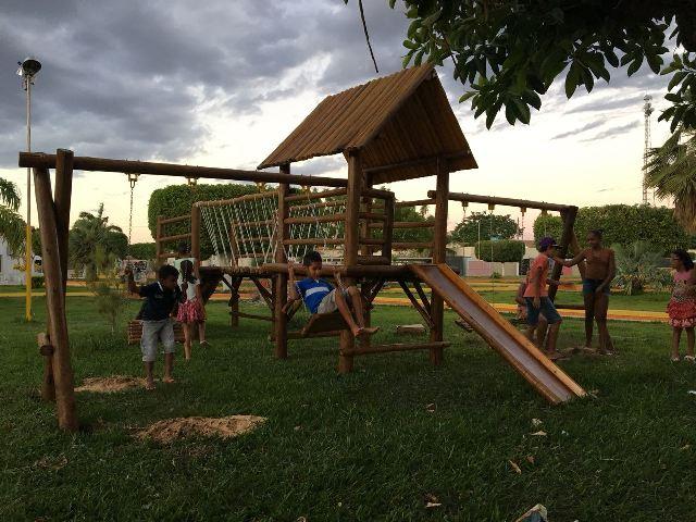 Novo parque na praça de Pau a Pique