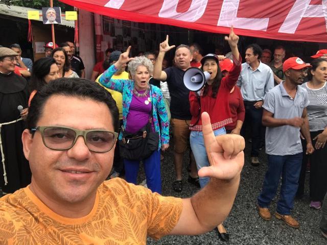 Sinézio Rodrigues participa de vigília ao ex-presidente Lula ...