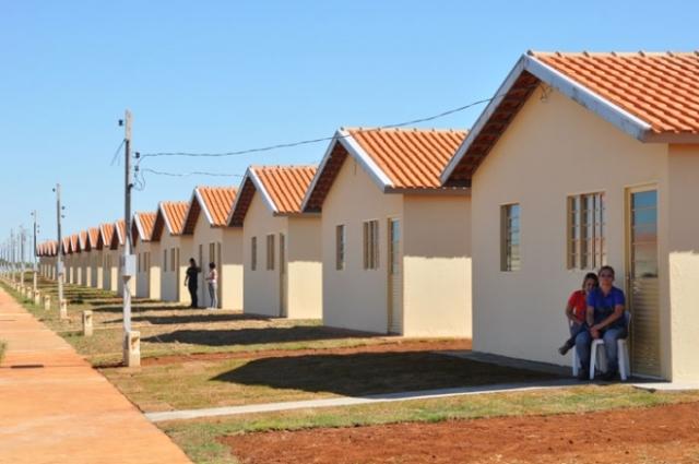 Resultado de imagem para Empresário na Bahia constrói casas por conta própria e doa a famílias que precisam